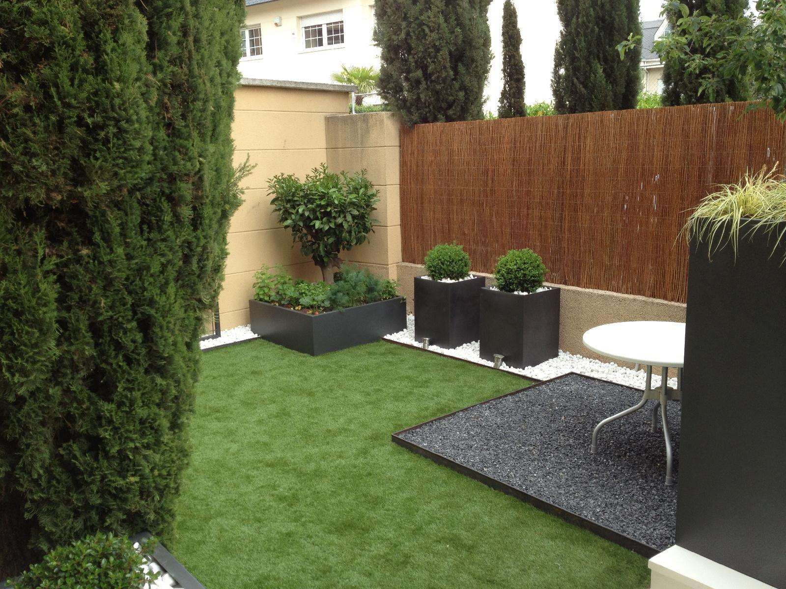 50177690-0-Medium-Size-Garden-A