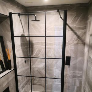 Fuse Black Cascade Shower Kit