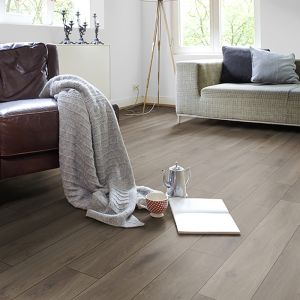 Laminate Flooring - 10mm Metro Plus 4V AC5 Dark Oak (EIR) 138x19cm