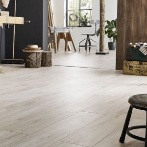 Laminate Flooring - 12mm Robusto 4V AC5 Right Oak Light (AF) 138x19cm