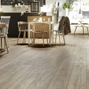 Laminate Flooring - 10mm Mammut Plus AC5 Mountain Oak Brown (EIR) 185x24cm