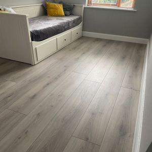 Laminate Flooring - 8mm Tritty 100 Gran Via 4V Oak Emilia Grey (EIR) 220x24cm